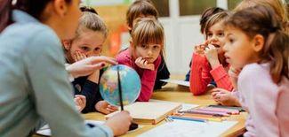 معلمة أردنية لتأسيس الطلبة
