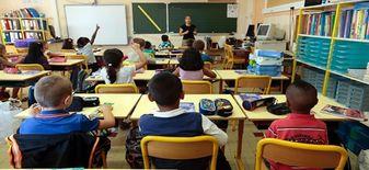 معلمة لجميع طلبة مرحلة الابتدائية