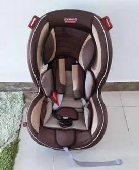 مقعد سيارة صغير