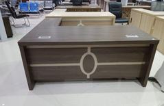 مكاتب خشبية وزجاجية للبيع