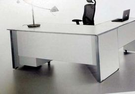 مكتب لون أبيض كبير