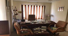 مكتب مفروش فرش فخم جدا للايجار