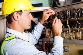 مهندس كهرباء متخصص في الصيانة