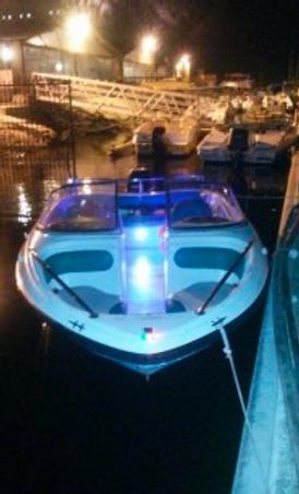قوارب لرحلات النزهة والصيد البحرية
