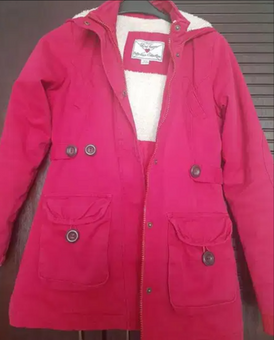 معطف أحمر للأطفال