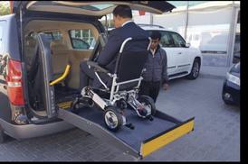 خدمة توصيل ذوي الأعاقة وكبار السن سيارات حديثة