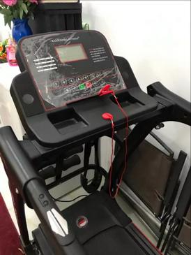 آلة رياضية (آلة مشي)