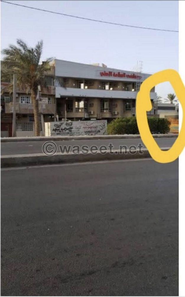 بنايه تجاريه للبيع 300 م بغداد شارع الاردن العام قرب بنزين خانه اليرموك مجاور مستشفى السلامه