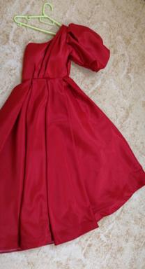 للبيع فستان احمر