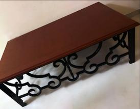 طاولة مناسبة لغرفة المعيشة