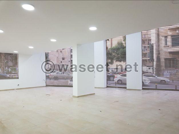 صالة عرض ٤٠٠ متر للبيع في الصنائع شارع سبيرز