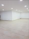 صالة عرض ٤٠٠ متر للبيع في الصنائع شارع سبيرز 1