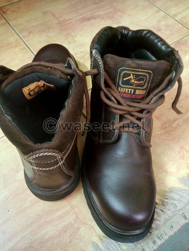 للبيع حذاء سفتي مقاس ٤٥