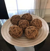 A very nice large wooden plate with 6 straw balls