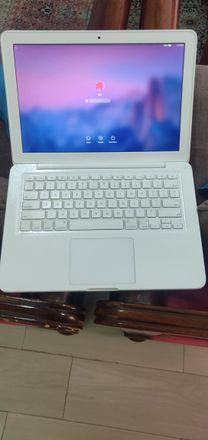 APPLE MACBOOK * Core 2 Duo, 4 GB RAM,