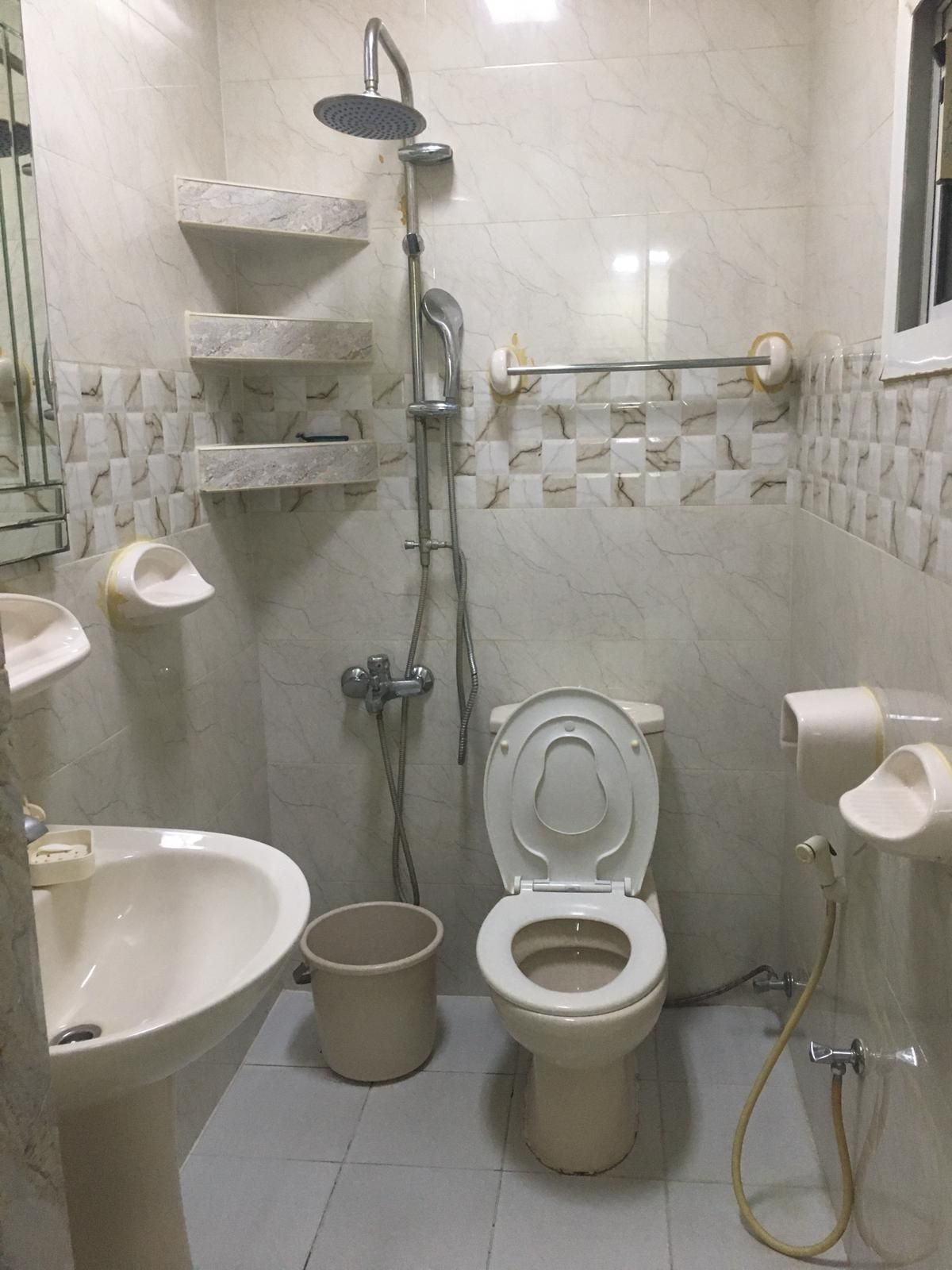 Apartment in a private residence in Jirdab consisting of two rooms, two bathrooms, a hall, a kitchen, a washing area and a car park A unit room with f
