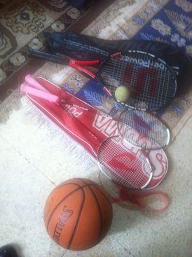 Basket ball + 2 tennis raquettes