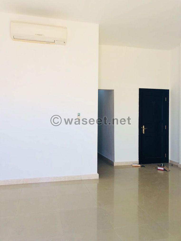 استوديو شهري كبير مع شرفة في مدينة محمد بن زايد المتاحة