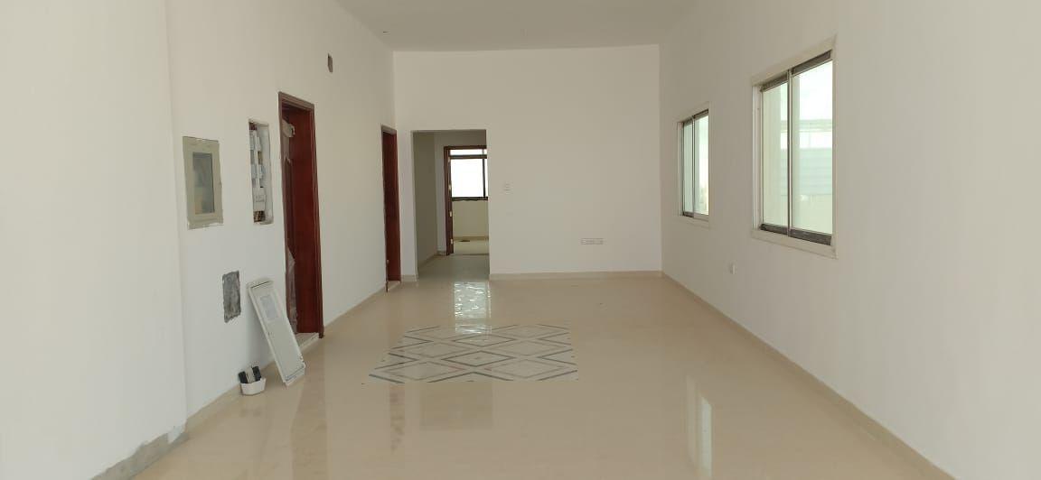 أنيقة!!! 4 غرف نوم رئيسية مع صالة و مصعد في الشامخة