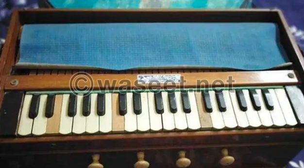 Harmonium old old German reed