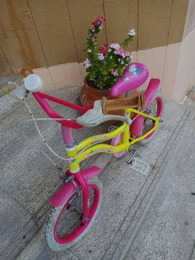 Kids girl bike 16in pink yellow in great condition