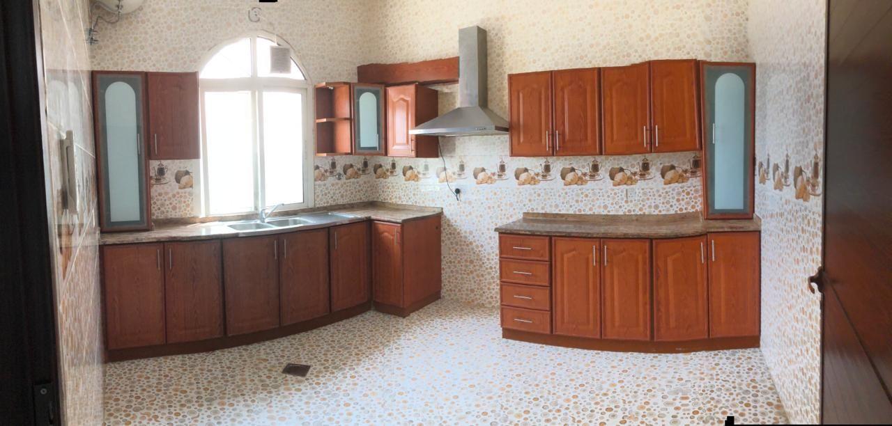 على استعداد للتحرك 4 غرف نوم رئيسية شقة مع صالة و مصعد في الشامخة.