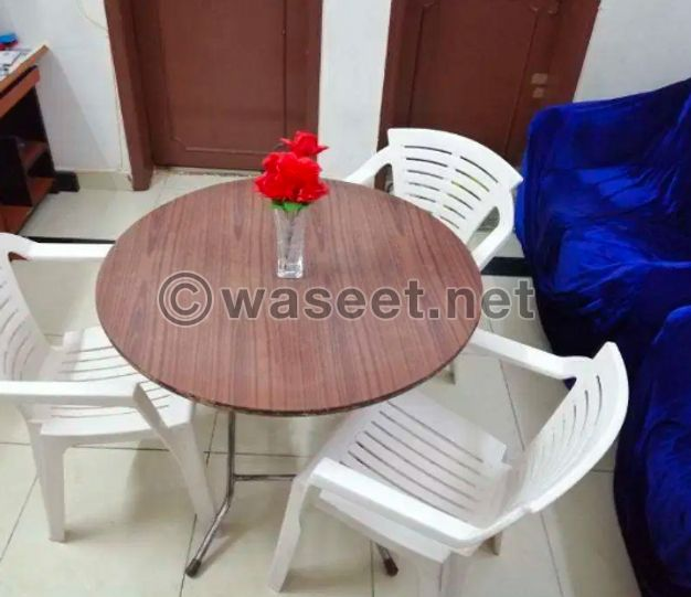 Round table with 3 chairs for sale
