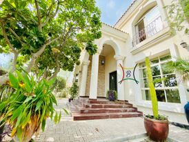 5 BEDROOM VILLA WITH PRIVATE GARDEN