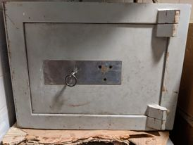 Safe with a single cabinet