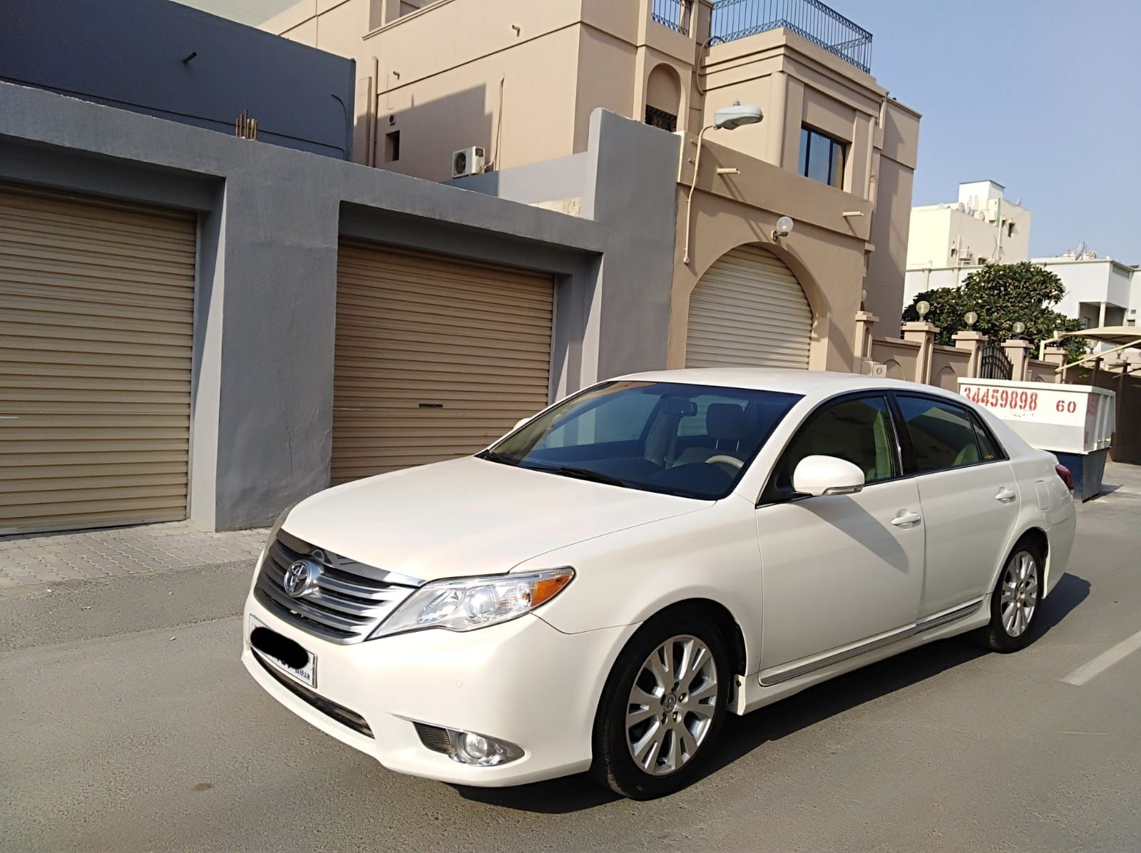 Toyota Avalon 2011 (White)