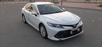 Toyota Camry GLE 2018 (White)