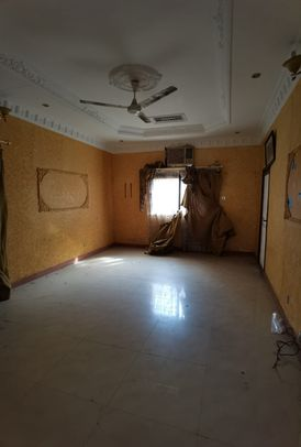 Villa for sale in Jidali She is 17 years old Its area is 301 square meters Consisting of Ground floor of Two rooms, a board, a kitchen, a maid room, a