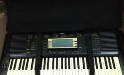 YAMAHA psr 730 keyboard with case for sale