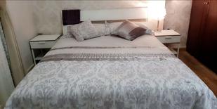 سرير مع الطاولات من ايكيا