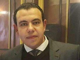 محامي مصري على دراية بنظام محاكم دبي يطلب عمل