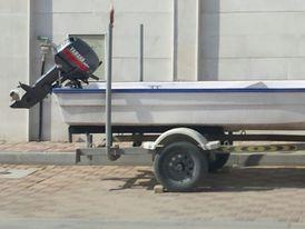 قارب صغير مع قالوصة
