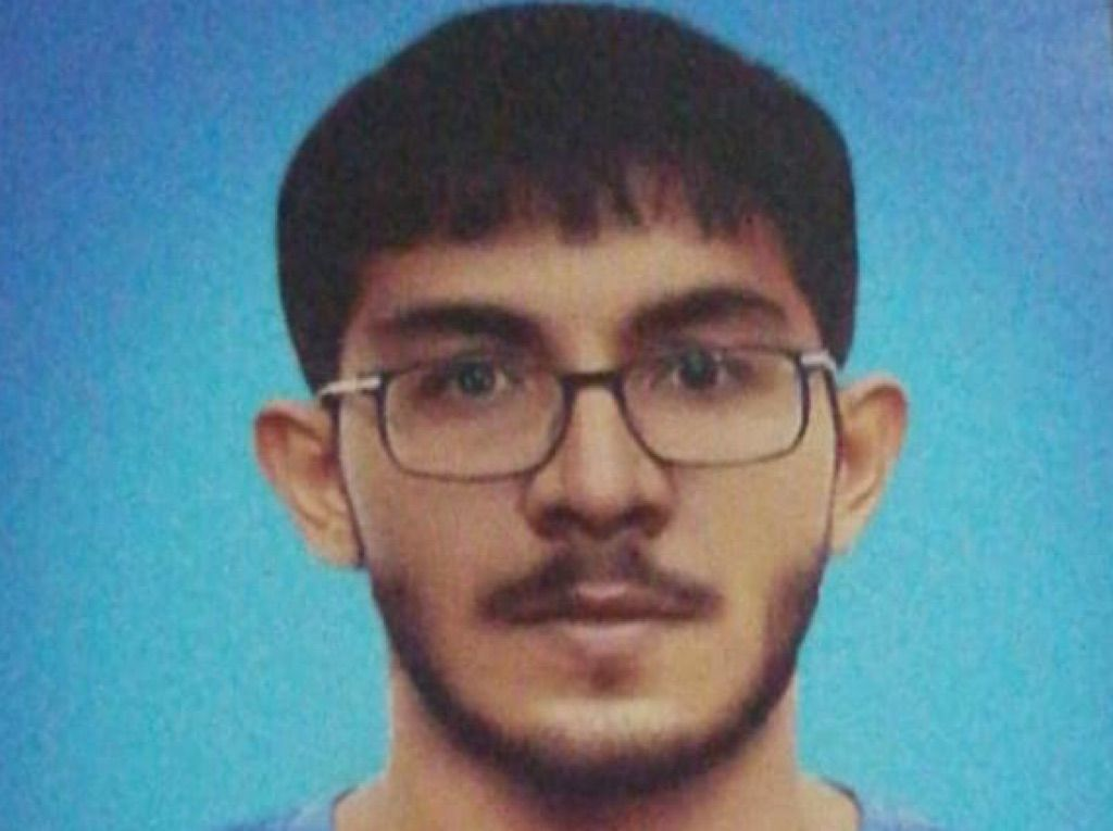 شاب باكستاني من مواليد السعوديه العمر 24 0