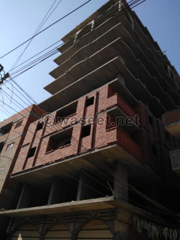 للبيع شقق في شارع الترعه الموازي للدولي يبعد حوالي 100 او 150 مترا