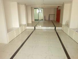 showroom 40 M mezzanine in muharraq for rent
